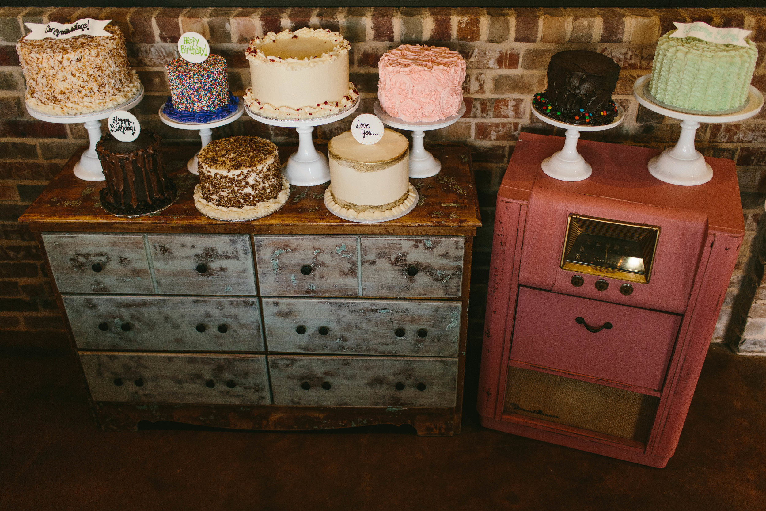 z_sugarbeesweets-cakes-groupshot.jpg