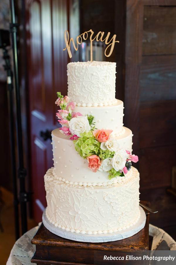 piped_white_wedding_cake_Rebecca_Ellison_Photography_PhotographersFavorites412_low.jpg