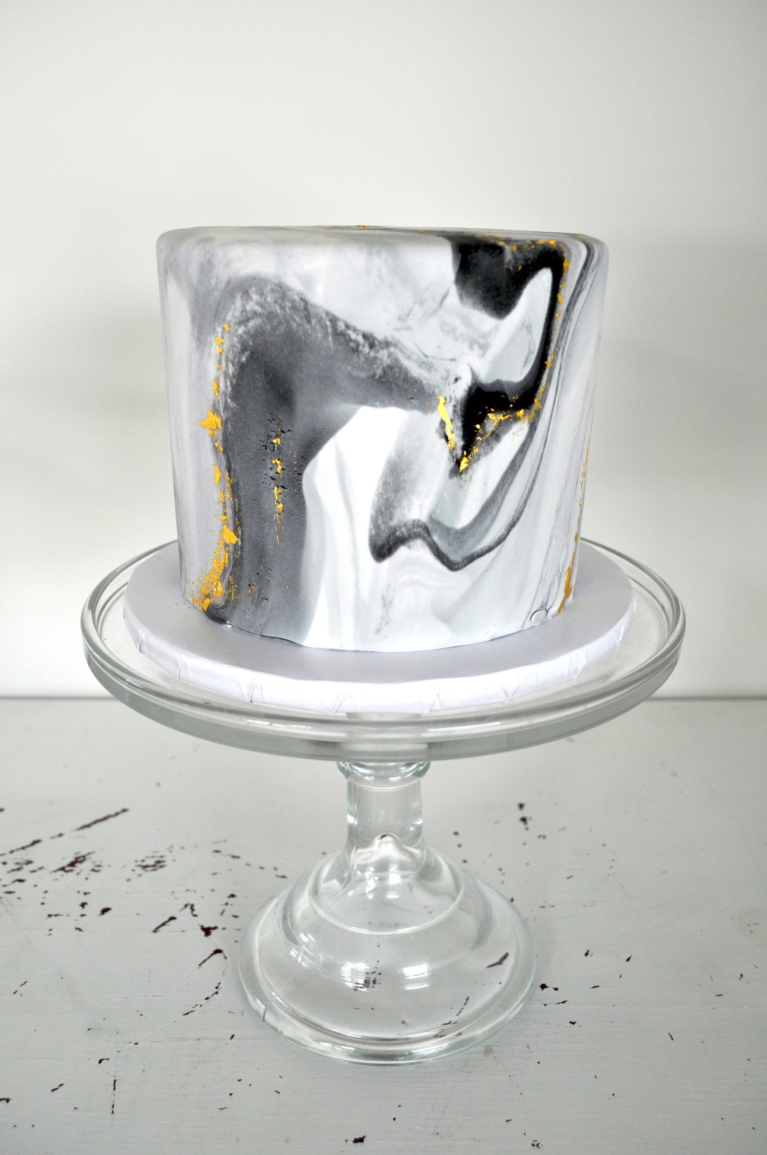 custom-cake-blackandwhite-marble-sugarbeesweets.jpg
