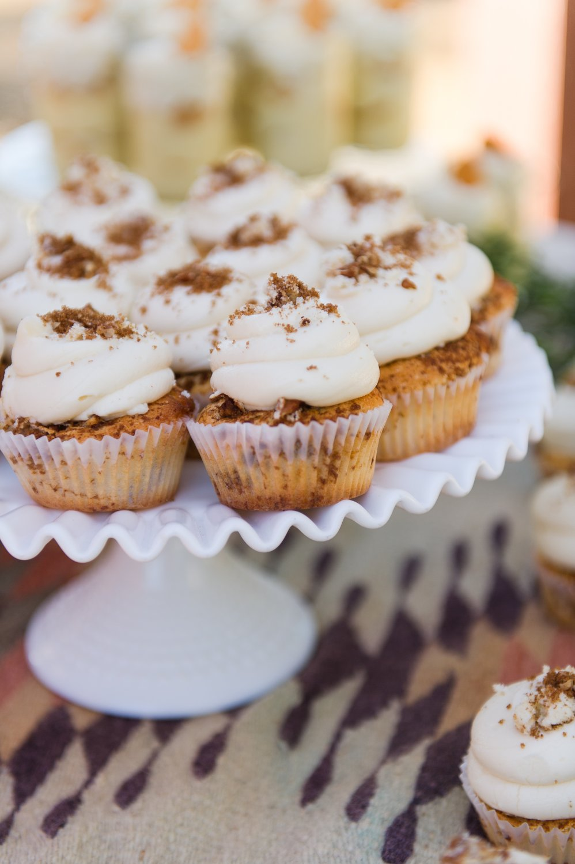Cinnamon_roll_cupcakes.jpg