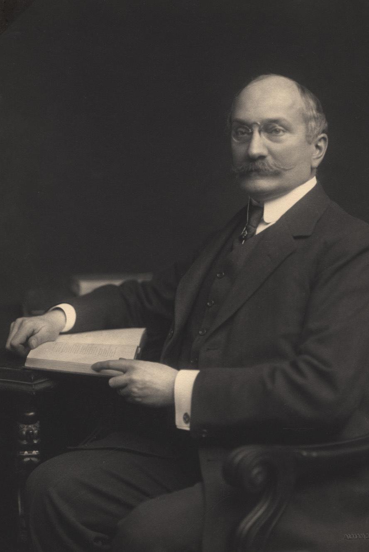 Dr. Hugo Schweitzer