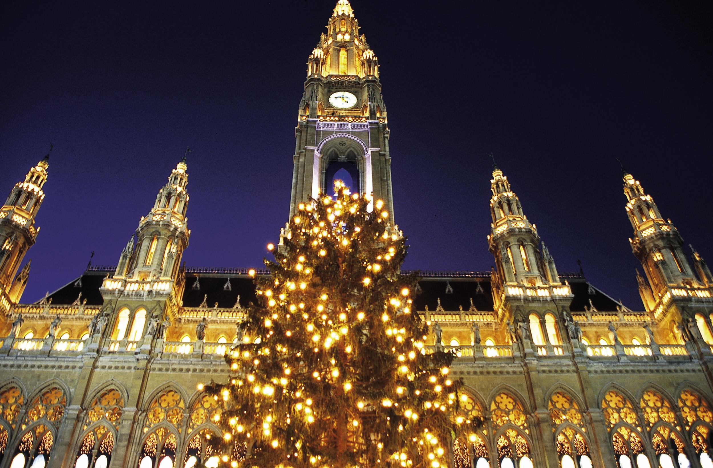 Christkindlmarkt, Rathausplatz, Vienna  ©WienTourismus/Claudio Alessandri