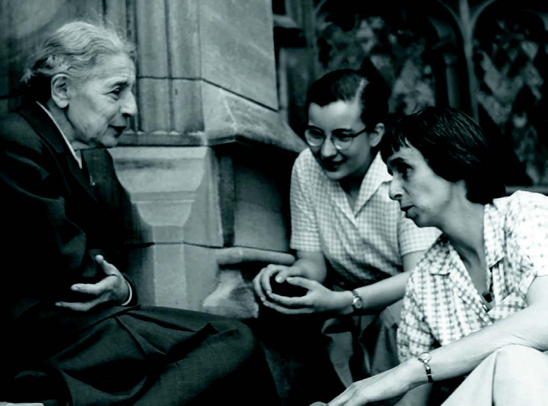 Physicist Lise Meitner with students on the steps of the chemistry building at Bryn Mawr College ©Wikimedia/Nuclear Regulatory Commission