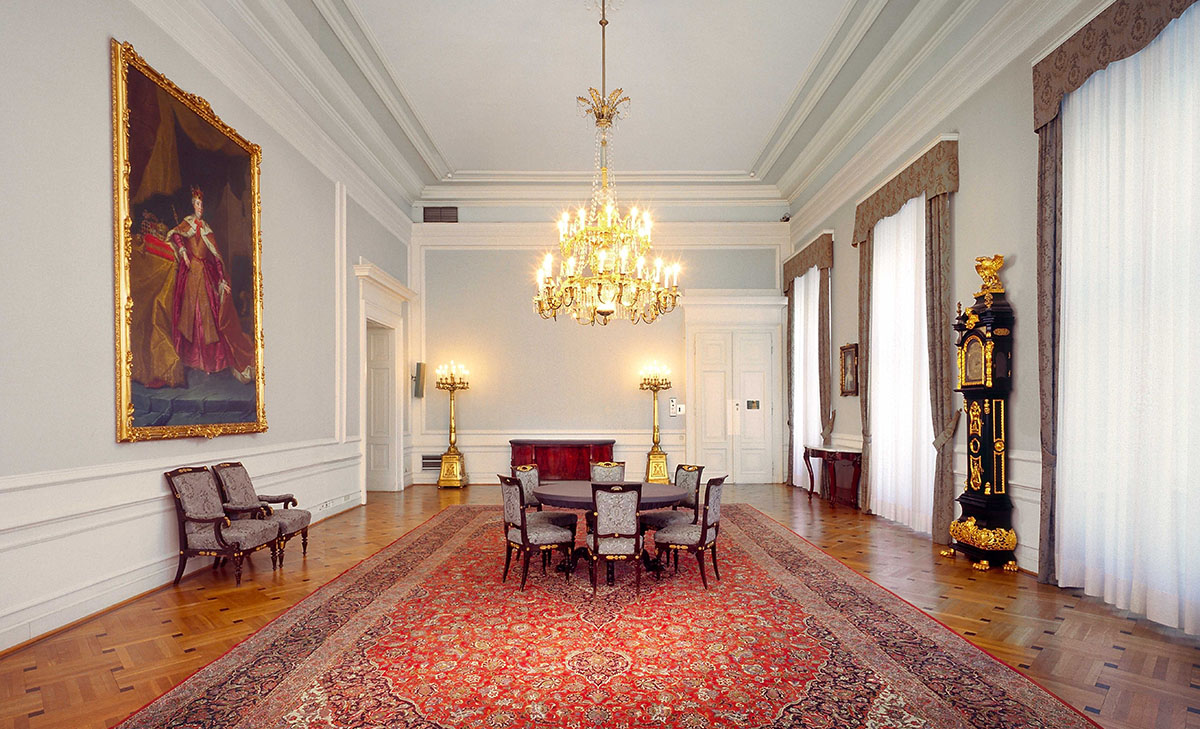 "The ""Steinsaal"" with the Portrait of Maria Theresia  (BKA/ Hubert Dimko)"