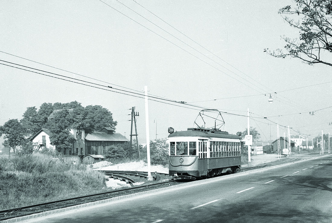 line 331 with z-type train (amerikaner) in stammersdorf, november 1963  (Wiener Linien)