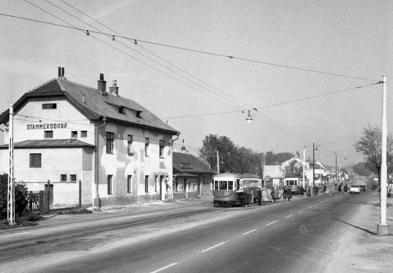 """An """"Amerikaner"""" on line 331 at the final stop in stammersdorf on october 1, 1963  (Wiener Linien)"""