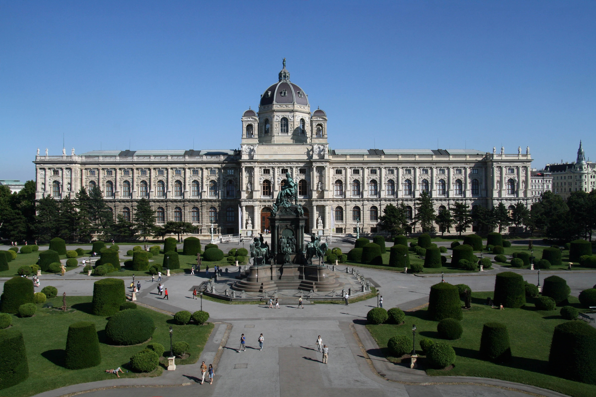 Maria-Theresien-Platz_Kunsthistorisches_Museum_Wien_2010.jpg