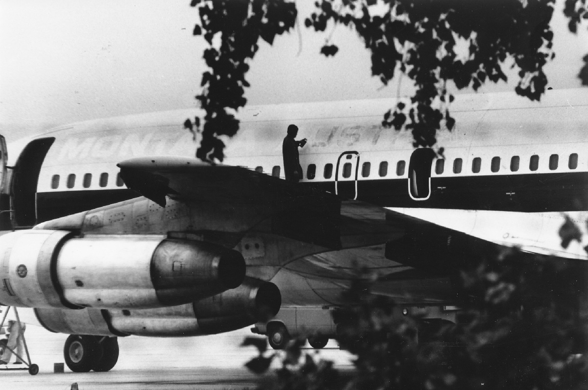 A Montana Austria Plane is being painted.  Photo: Vienna Airport