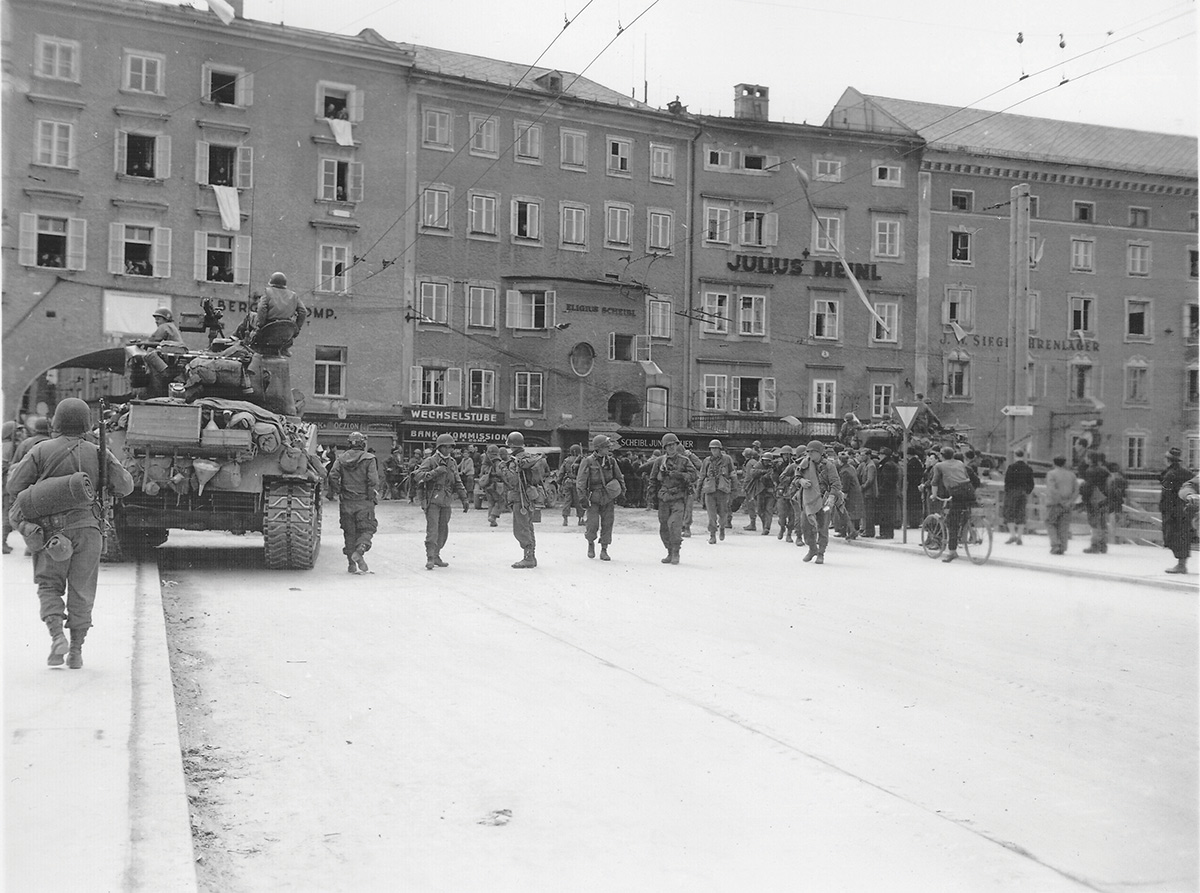 U.S. Army Tanks in Salzburg after the City's peaceful surrender Photo: www.bundesheer.at