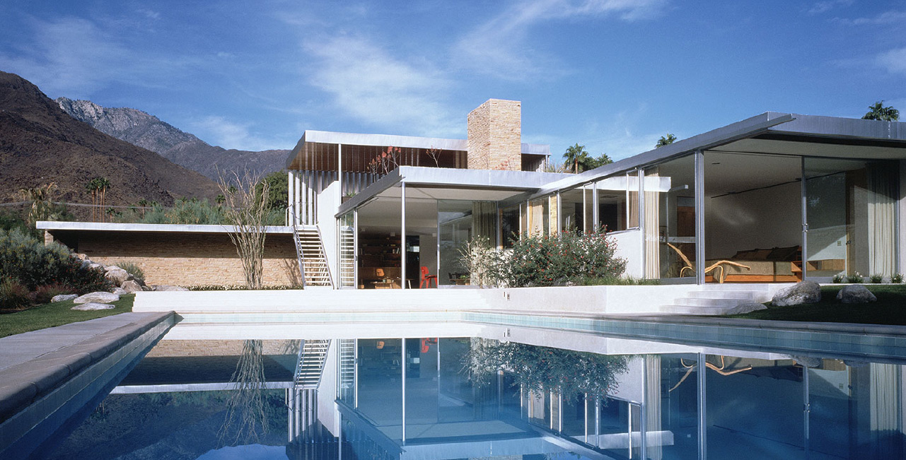 Kaufmann House , Palm Springs, California. Built in 1946, Restoration 2010. Photo: Neutra.org