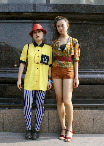 Beijing University students wear 80s fashion full of stripes, contrast collars, oversized accessories and prints