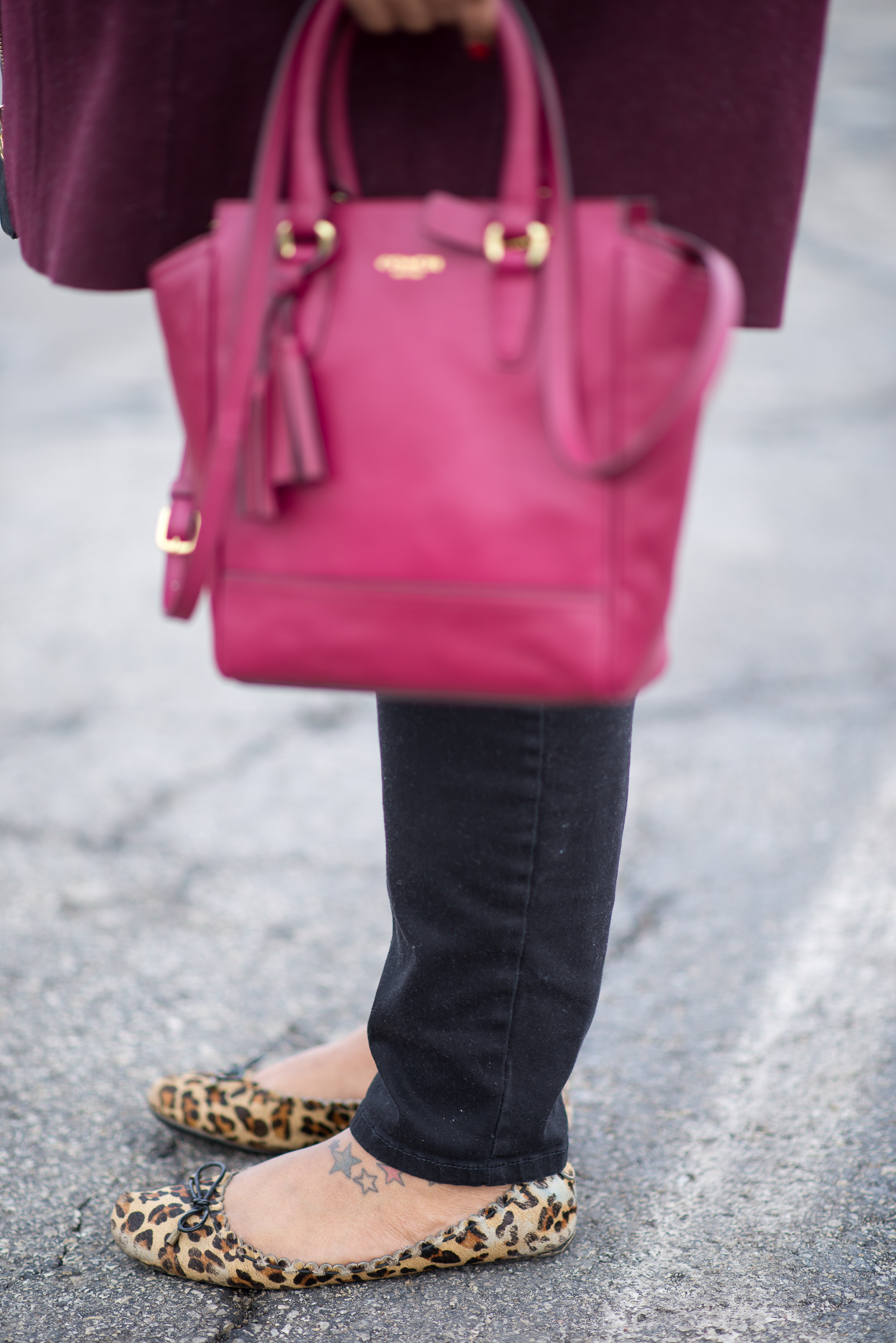 "plus size  ""Kiss Me"" jeggings  leopard flats pink tassles coach bag #MacysCampusTour University of Indianapolis student campus style"