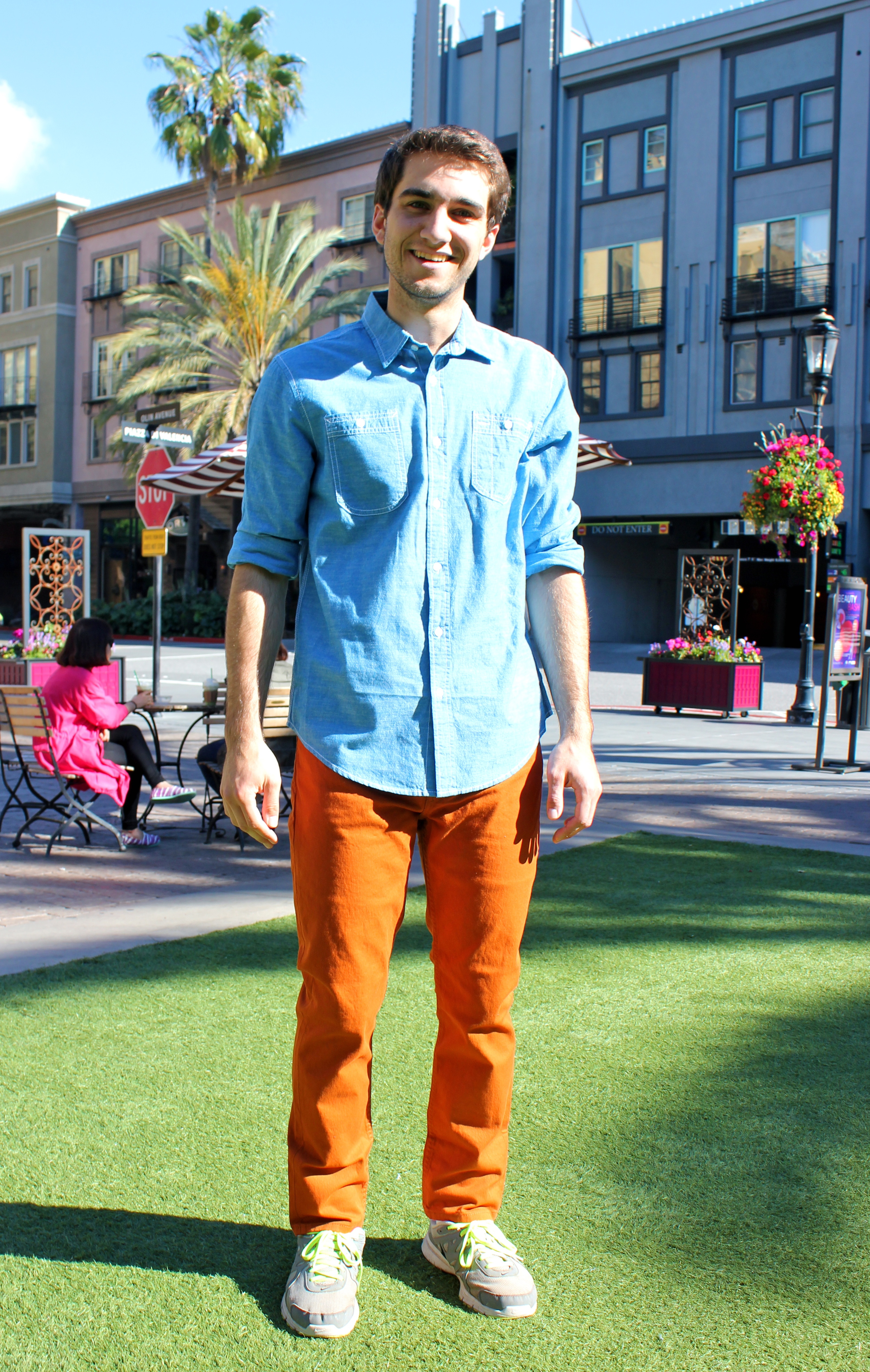 Kyle | Santa Clara University    American Rag Linen Shirt  Levi's Jeans