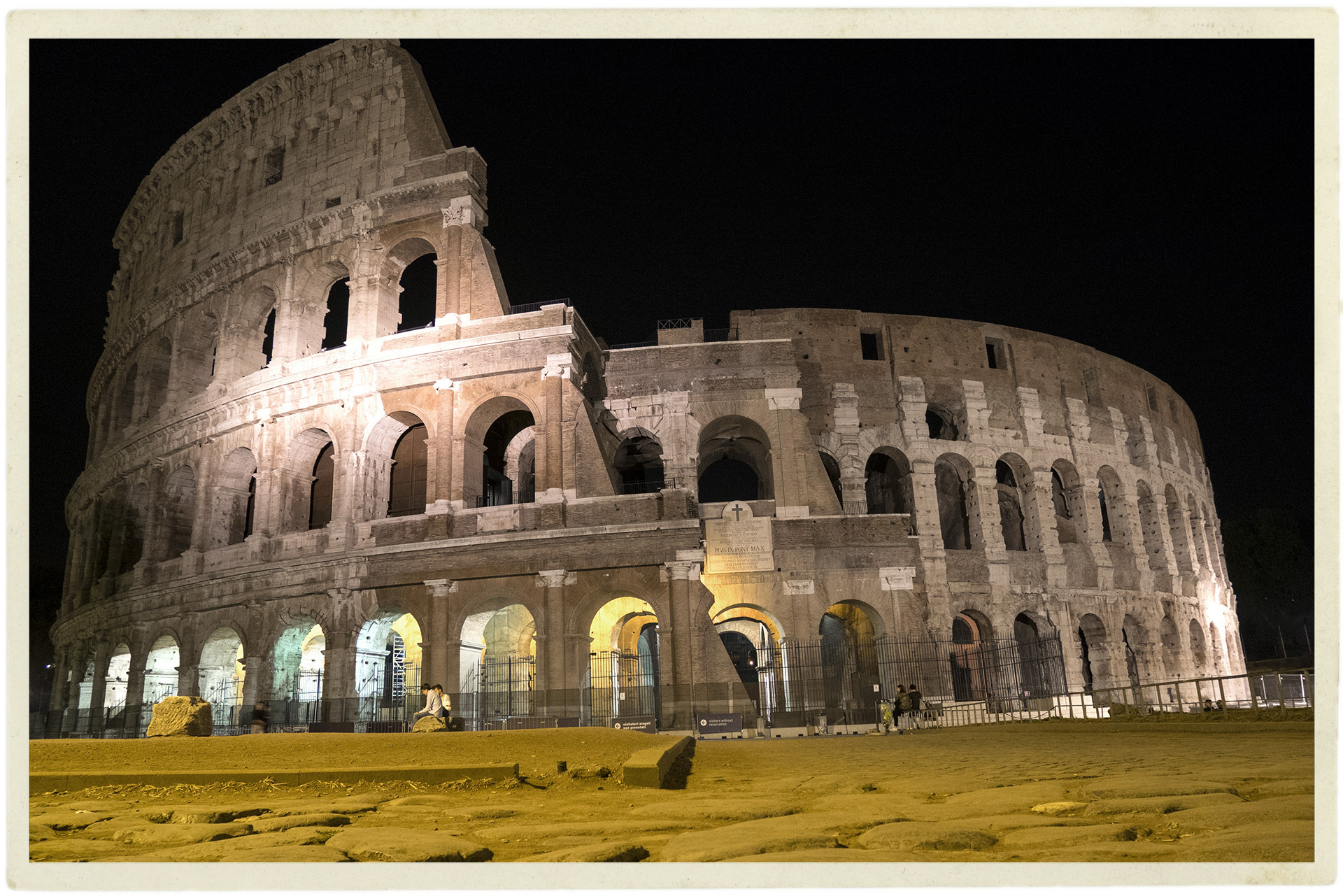 Roman ruins are most beautiful at night.
