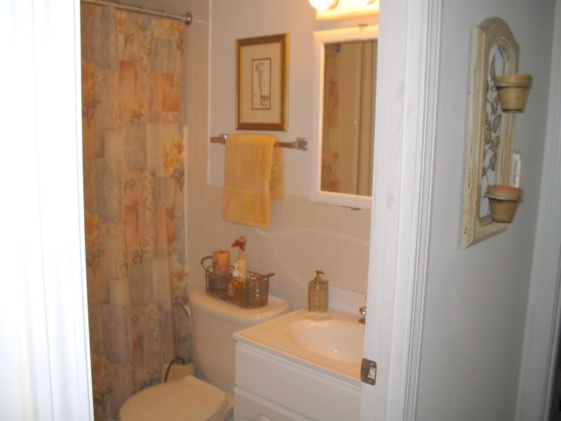 Hunters Creek Bathroom.jpg