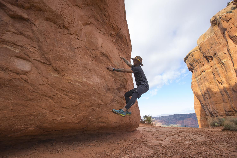 """Bouldering"" in the wild"