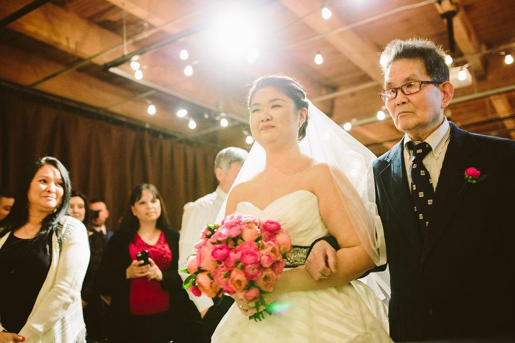 bride_walks_aisle