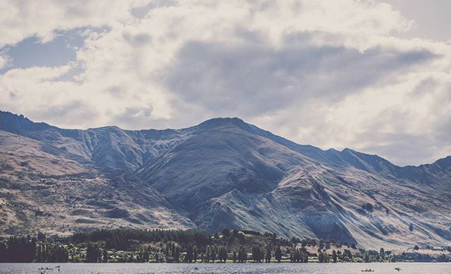 View from the sands of Lake Wanaka, a very cool #moody moody day ⛰️⛰️⛰️ . . . . . #NZmustDO #NewZealand #OurPlanetDaily #BeautifulDestinations  #earthpix #awesomeearth #globeshotz  #newzealandvacations #hot_shotz #mthrworld #ig_exquisite #global_hotshotz  @purenewzealand #AirNZShareMe #destinationnz #ig_exquisite #ig_newzealand #earth_shotz  #lakewanakanz  #moodygrams #artofvisuals #agameoftones #master_gallery #realmiddleearth #earth_shotz #newzealandguide