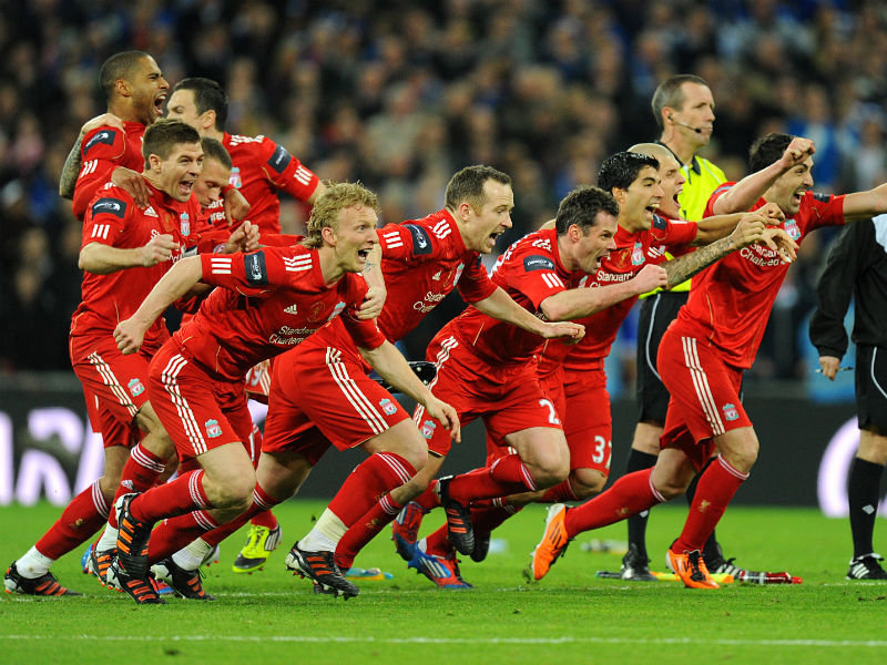 Liverpool-players-rush-to-celebrate-their-vic_2724681.jpg
