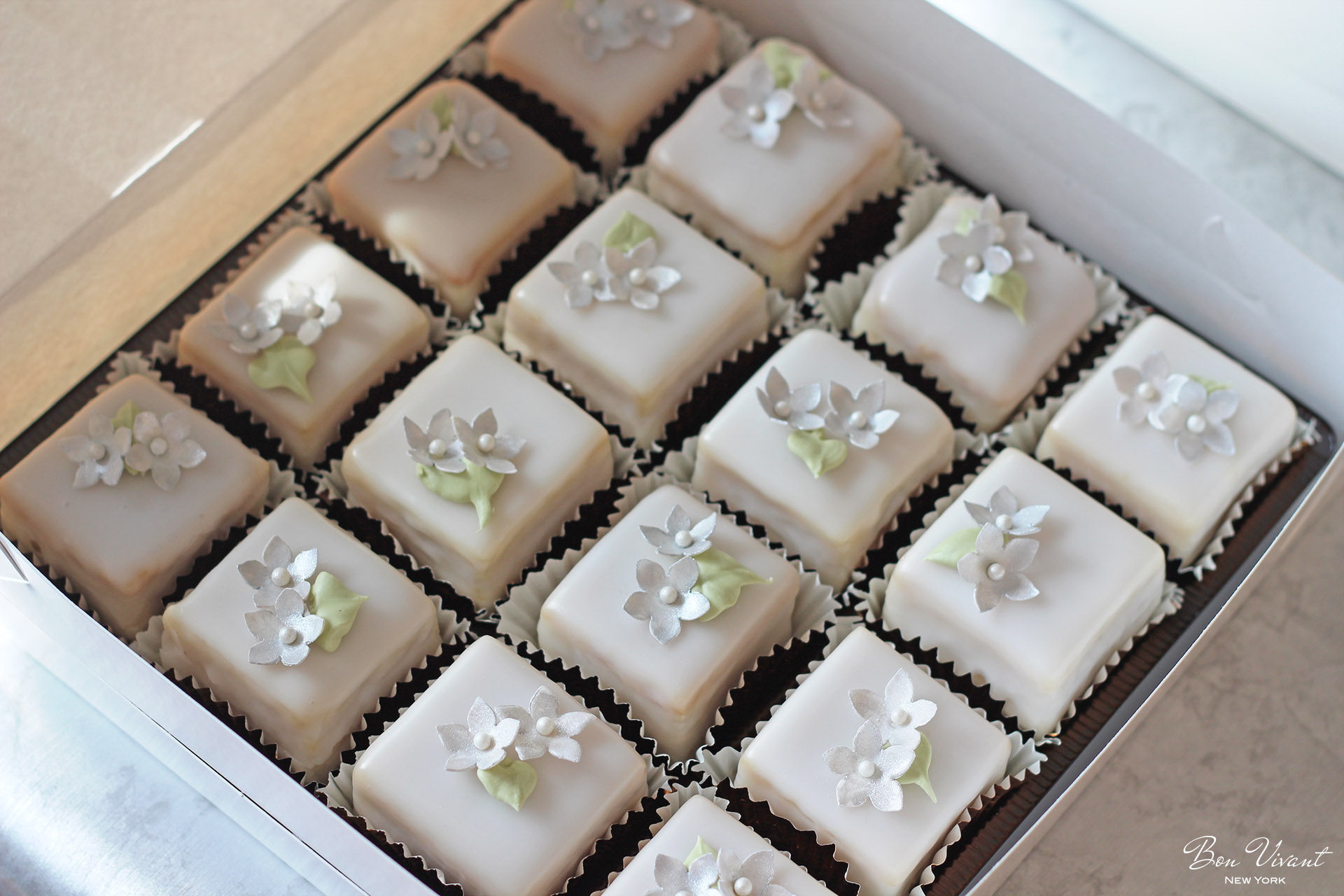 Petit cakes, petit fours with silver flowers