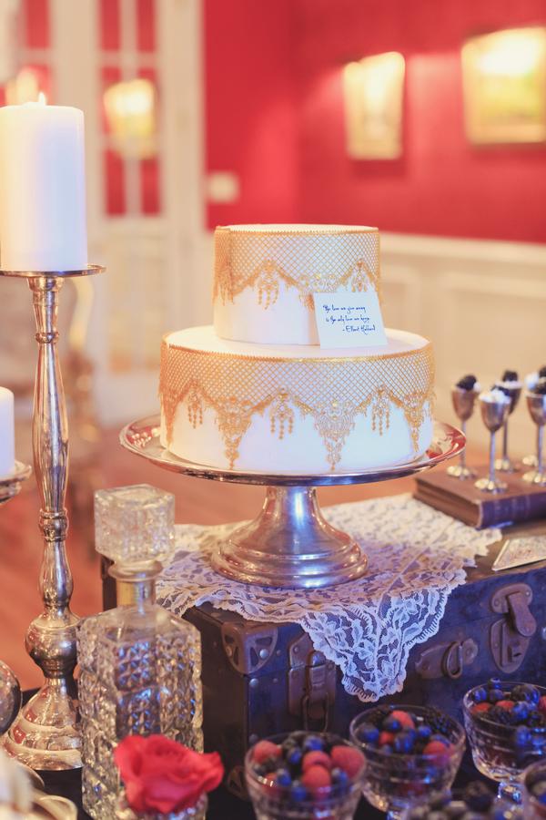 Victorian-Era-Indoor-Wedding-Inspiration-cake.jpg