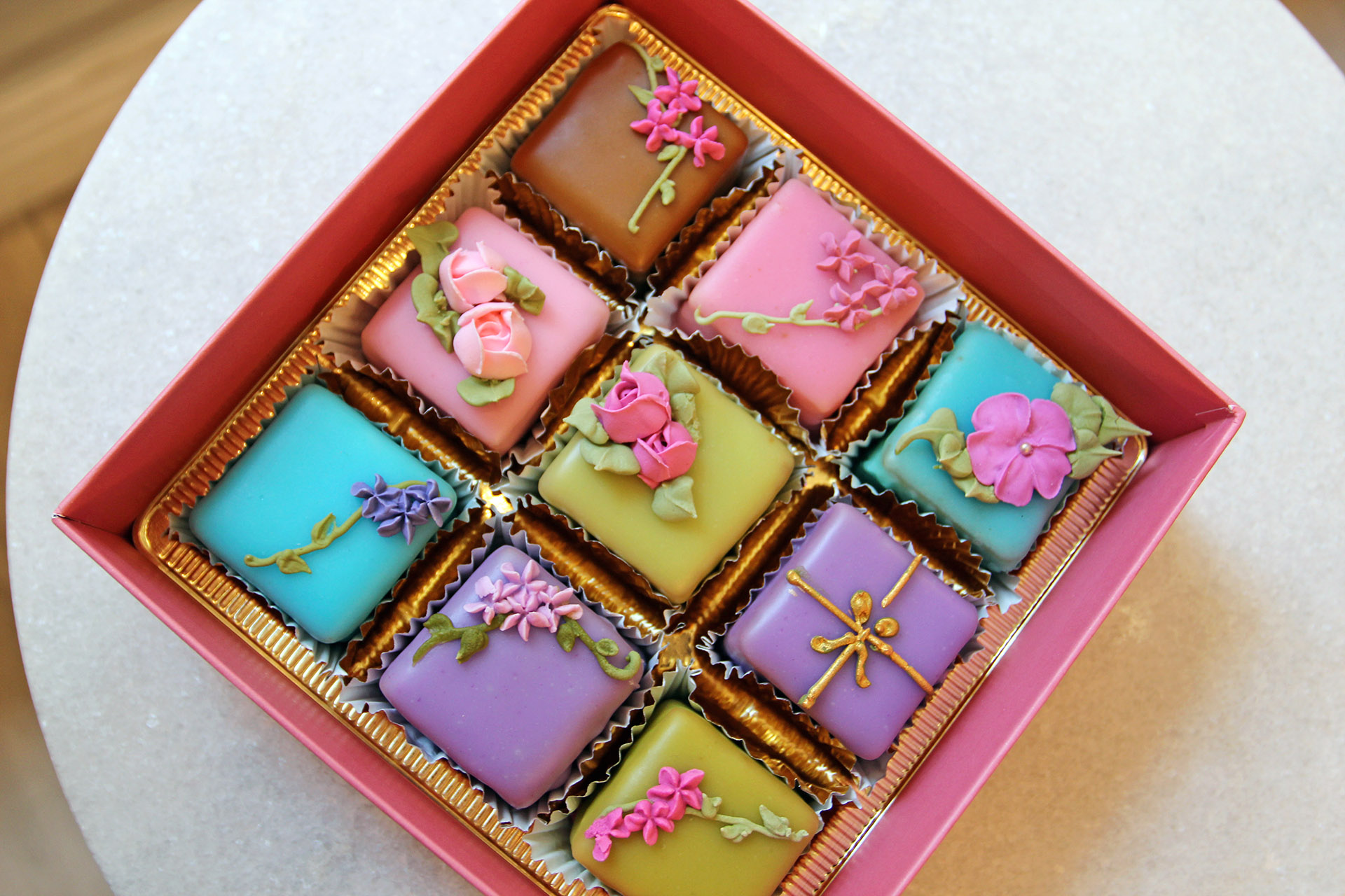 Assorted box of 9 rosebud.jpg