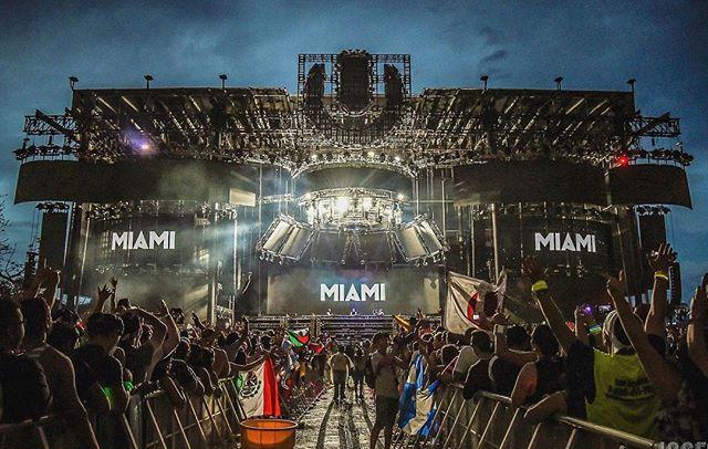 Hope everyone has a fun safe week in Miami. . . #miami #ultra #umf #ultra2018 #umf20 #miamimusicweek #throwback #music #dancemusic #edm #photography #photo #photographer #festival #festivalphotography #musicphotography #nikon #photooftheday #picoftheday #southbeach #cloud #clouds #sky #skyporn
