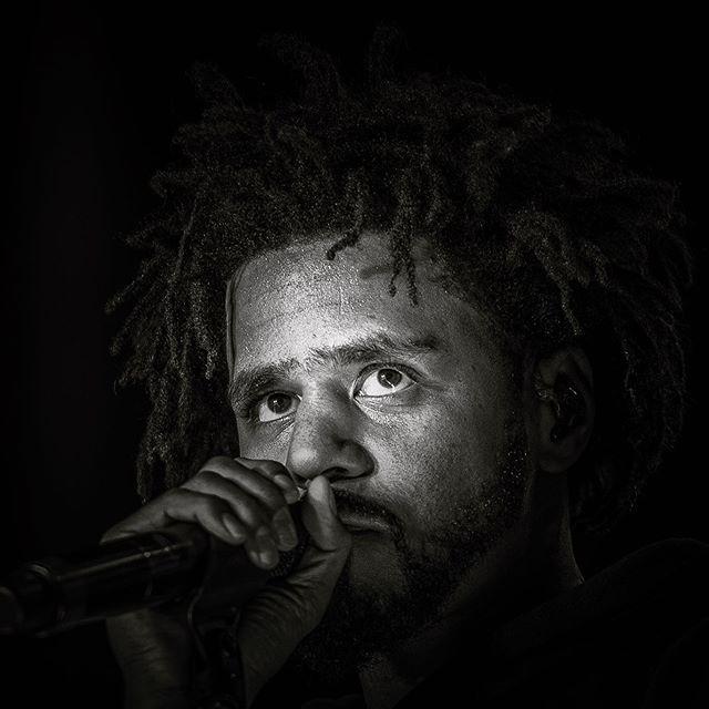 Spotlight. . . #jcole #cole #hiphop #rapper #rap #rappers #hiphopmusic #concert #musicfestival #festival #spotlight #musicohotography #concertphotography #dramatic #mood #vibe #nikon #heatercentral #billboard #rollingstones #mdw #fbf