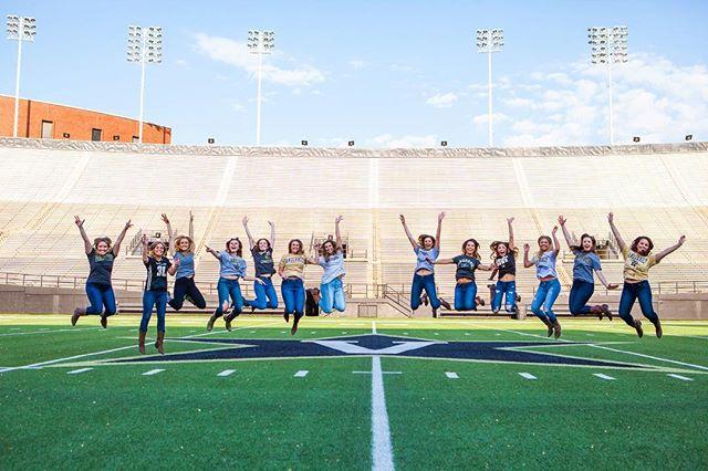 Not every day that we get to photograph a group of friends at the Vanderbilt 50 yard line! #nashville #vanderbilt #senioryear🎓