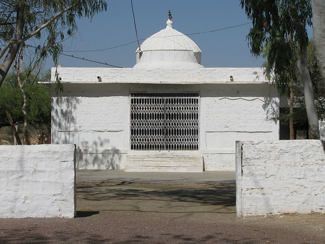 """Temple at the site,  Courtesy :""""Khejarli Massacre Temple"""" by Zenit - Own work. Licensed under CC BY-SA 3.0 via Wikimedia Commons"""