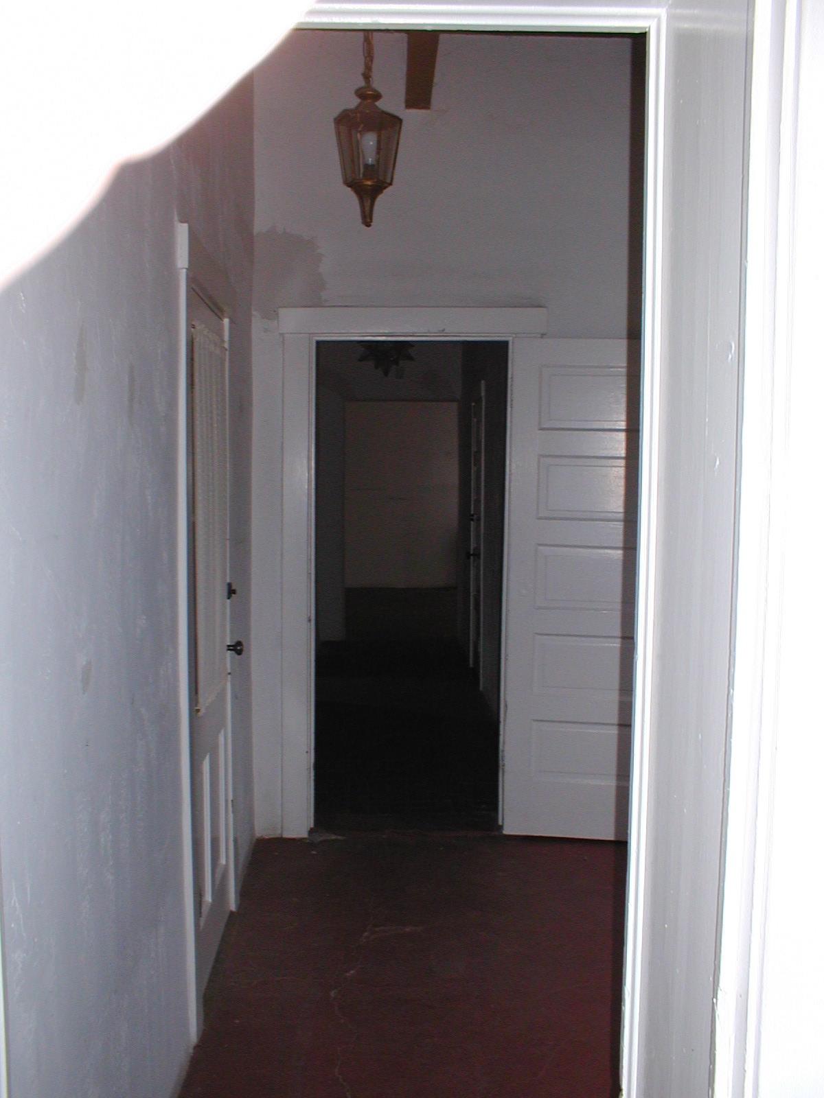 hall_way_1_before.jpg