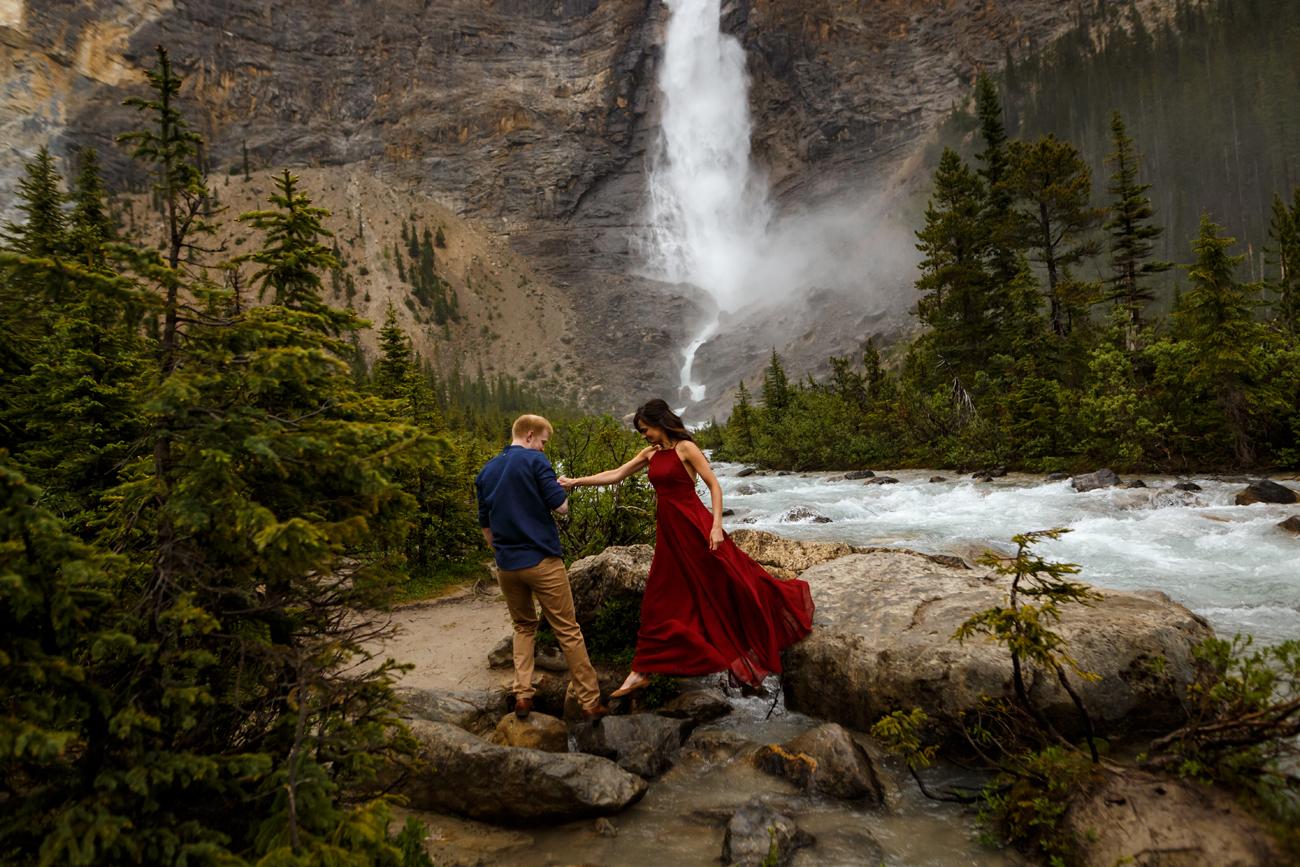 020-takakkaw-falls-engagement.jpg