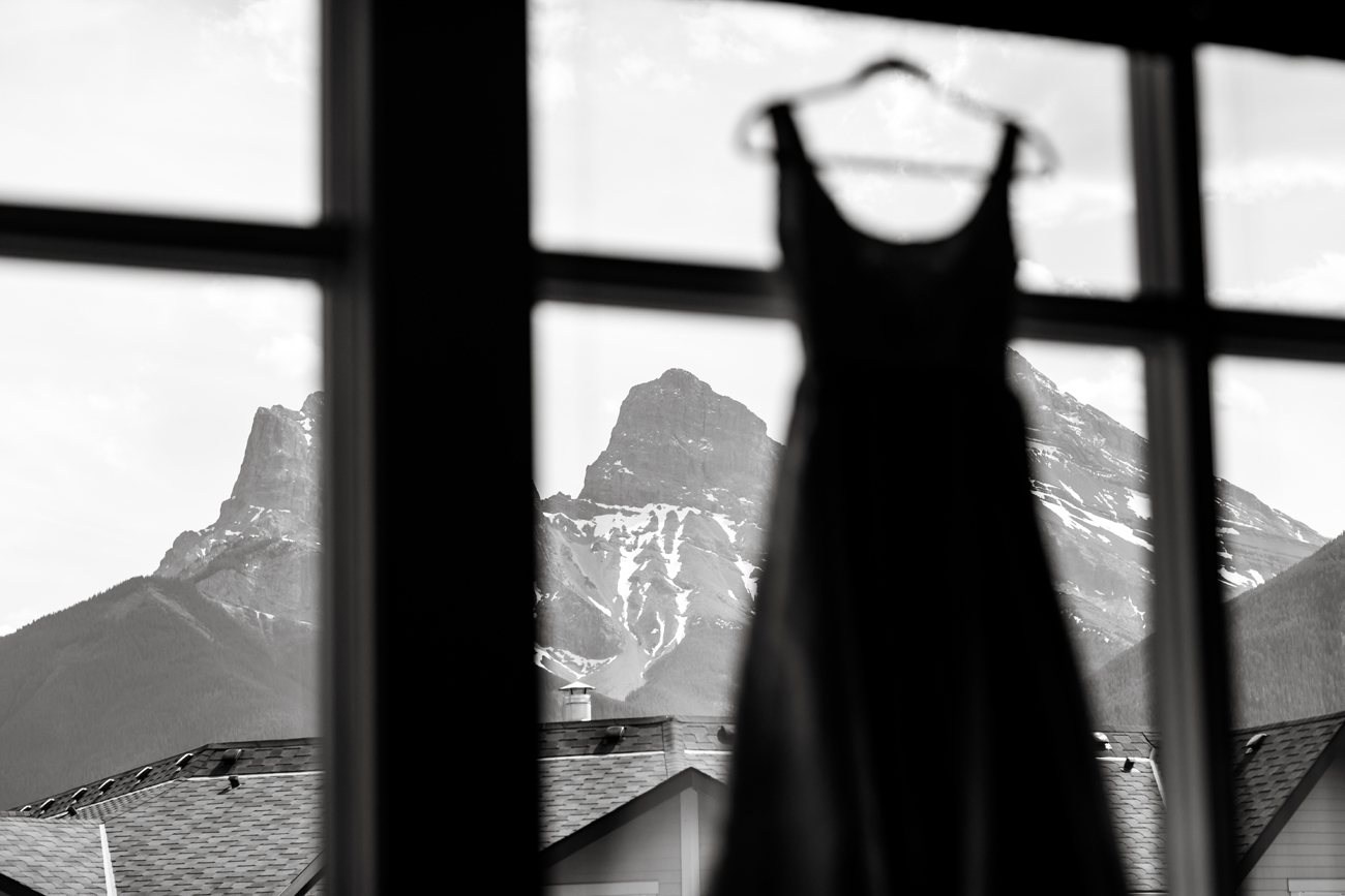 009-helicopter-elopement-photographers-banff.jpg