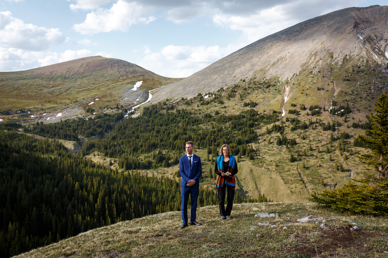 037-helicopter-elopement-photographers-banff.jpg