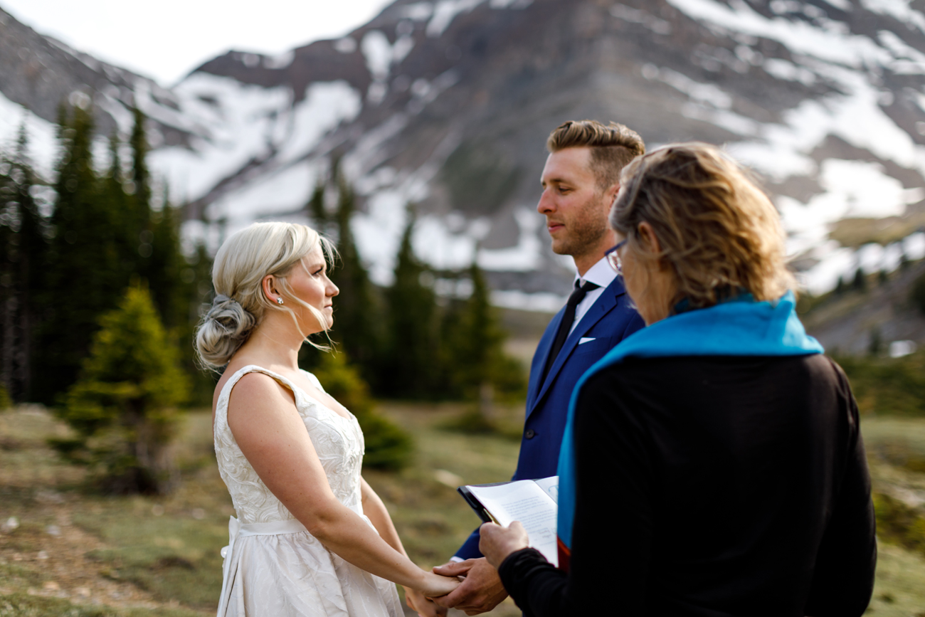 044-helicopter-elopement-photographers-banff.jpg