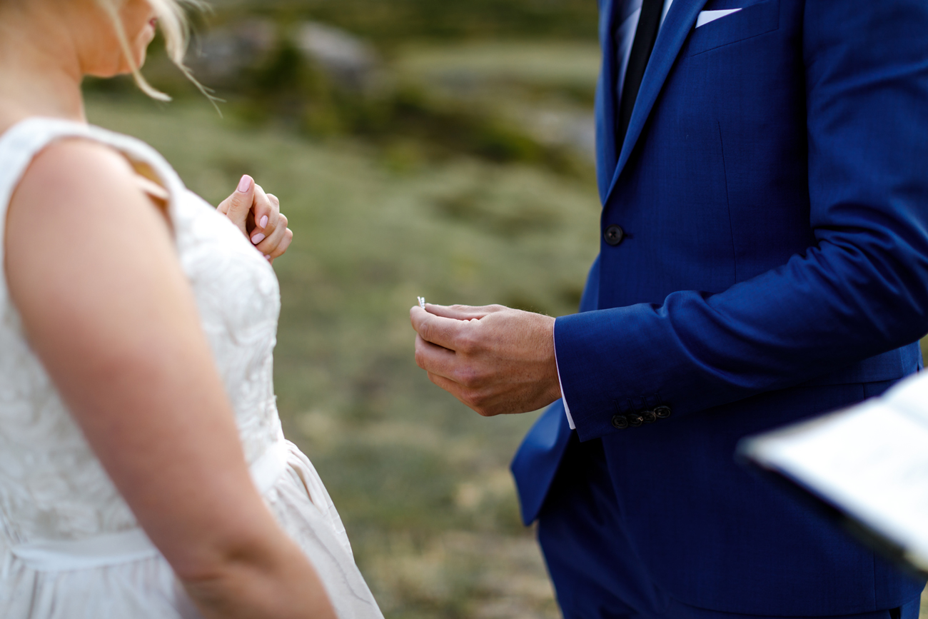 049-helicopter-elopement-photographers-banff.jpg