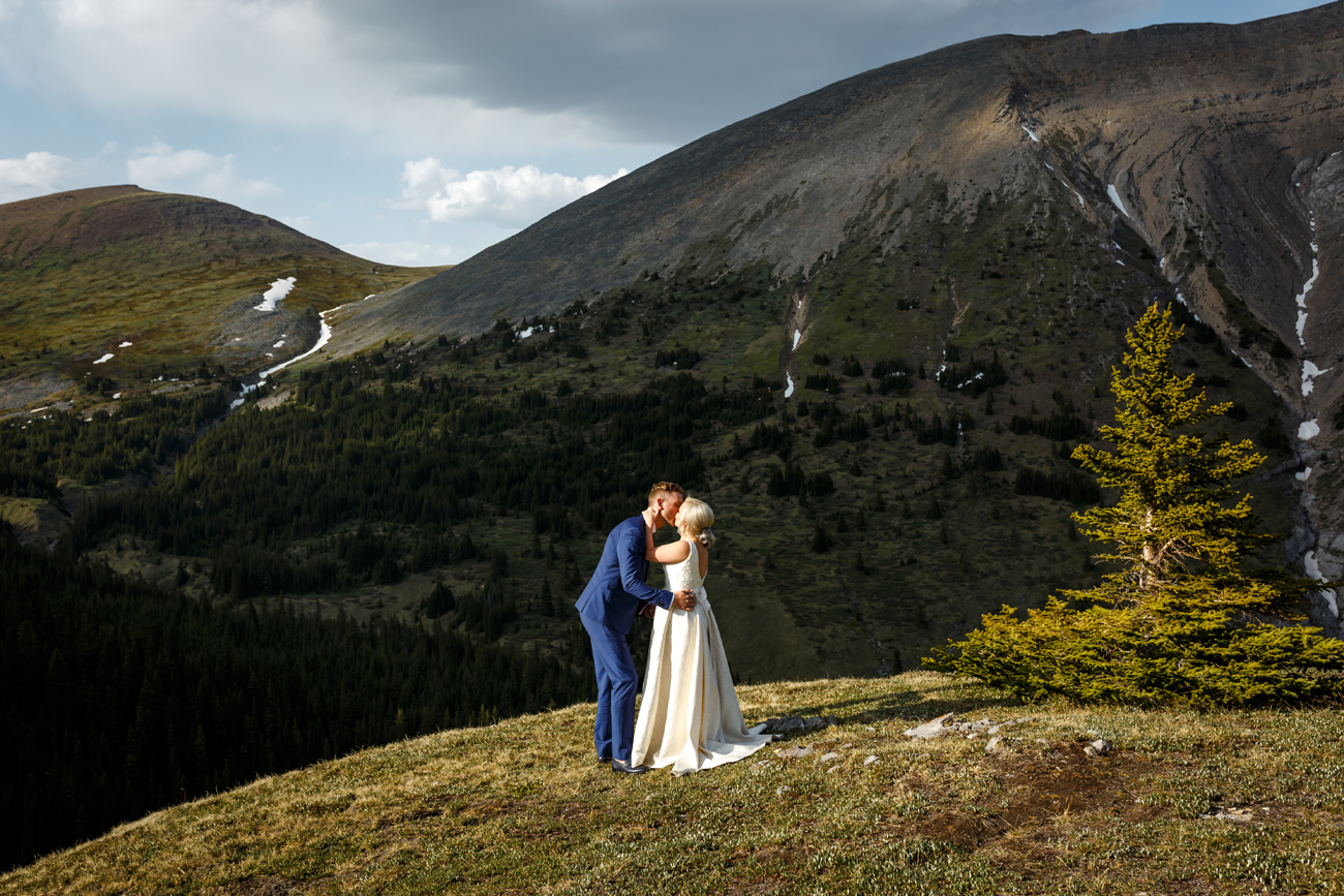053-helicopter-elopement-photographers-banff.jpg
