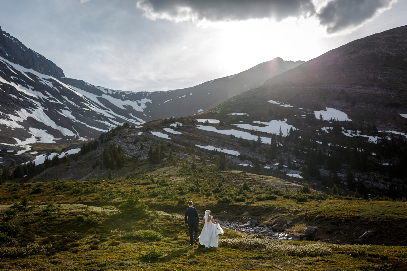 063-helicopter-elopement-photographers-banff.jpg