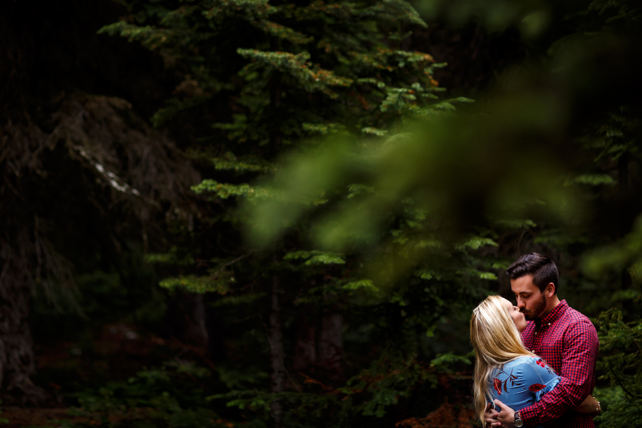 013-moraine-lake-wedding-photographers.jpg