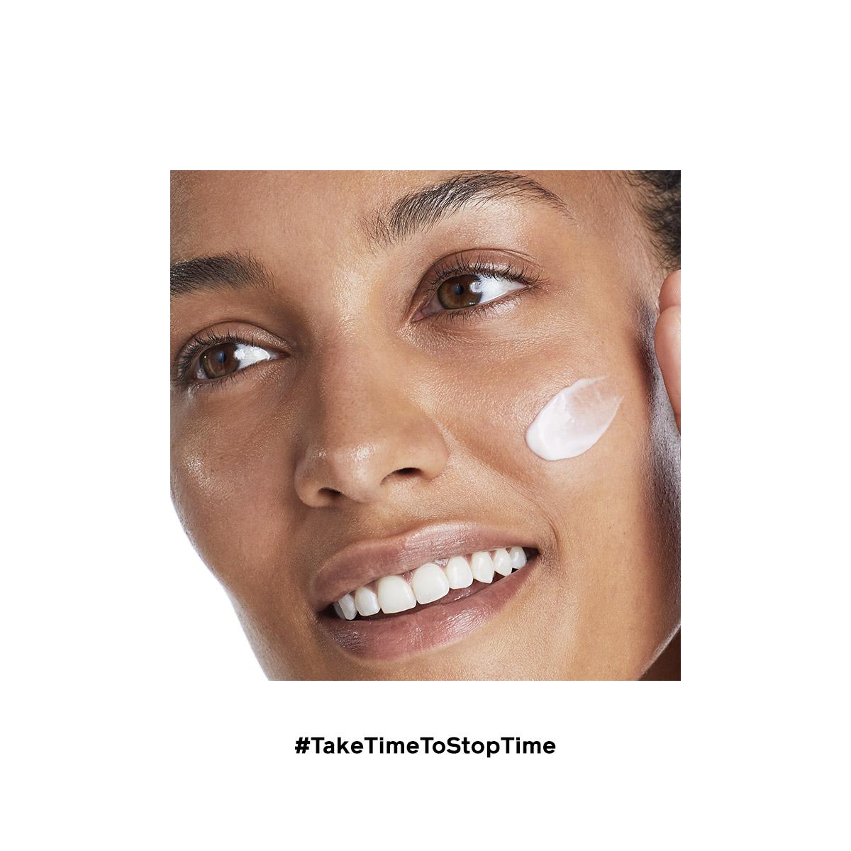 Week_3_20160130_Shiseido_Shot_20_GlowMoisturizing_Closeup_1202_Facebook_1200x1200 2.jpg