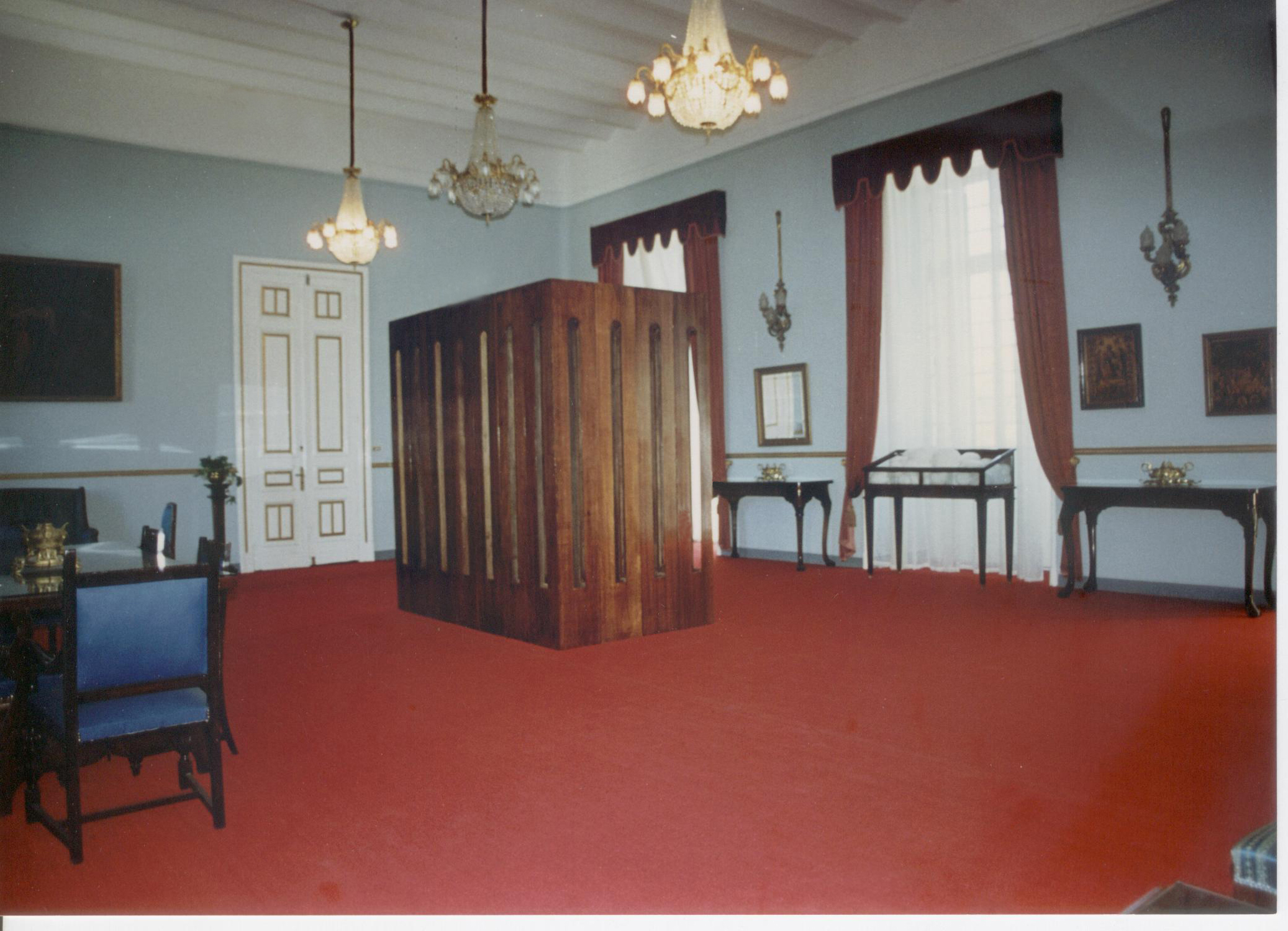 Untitled, 1996, polished plywood, 245 x 140 x 240 cm. Installation view. General Greek Consulate, Alexandria, Egypt