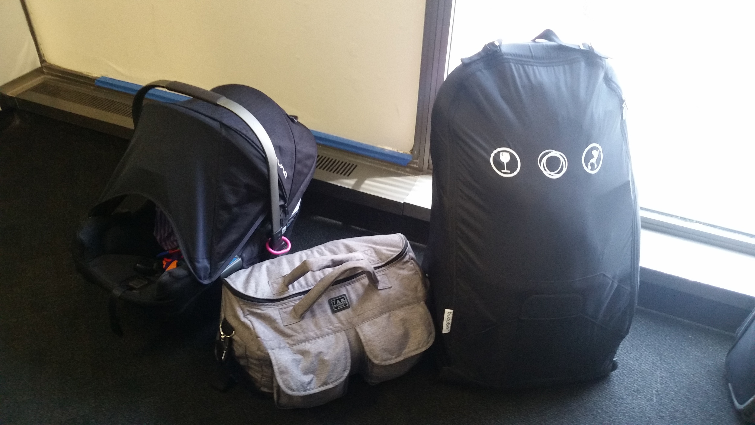 A Pipa, Voyage Bag and Bee all walked into an airport...