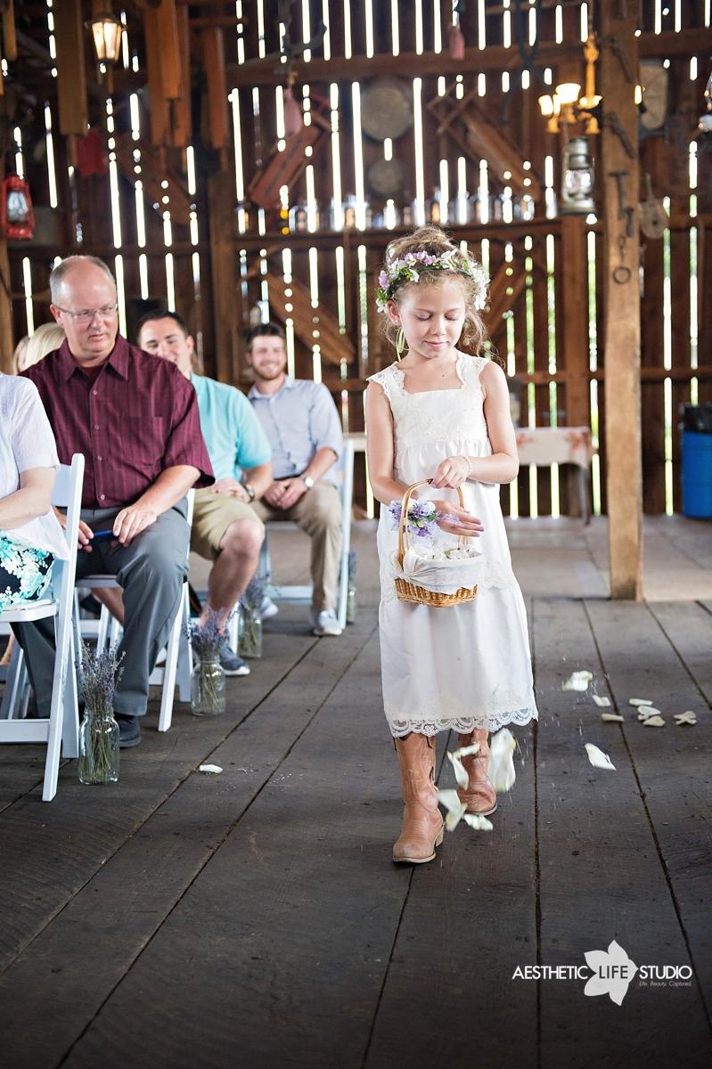 rustic_barn_wedding_040.jpg