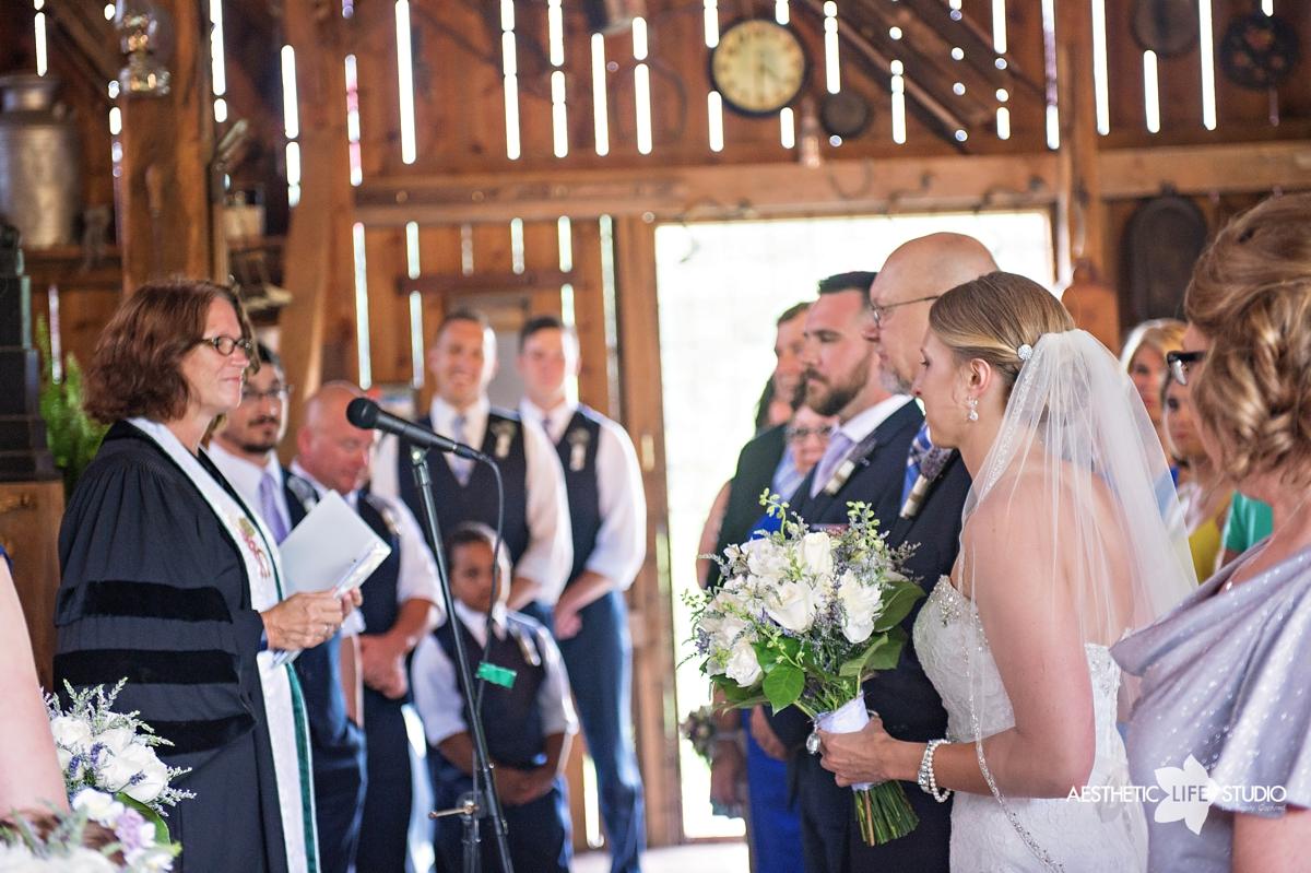 rustic_barn_wedding_044.jpg