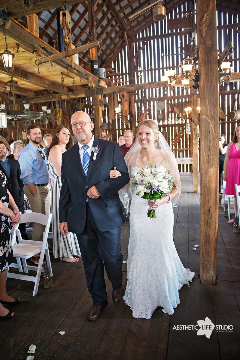 rustic_barn_wedding_043.jpg