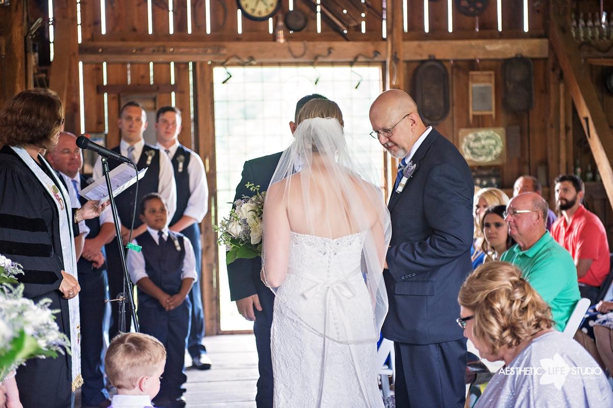 rustic_barn_wedding_045.jpg