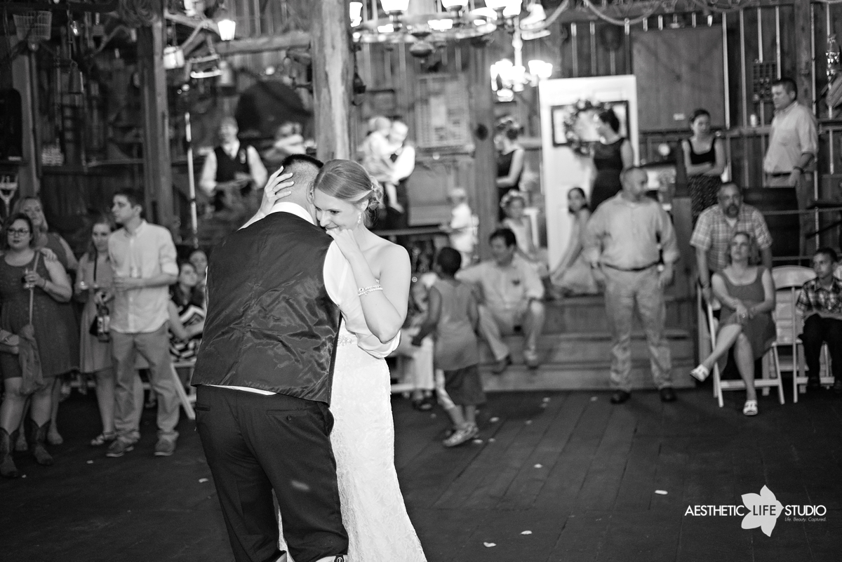 rustic_barn_wedding_091.jpg