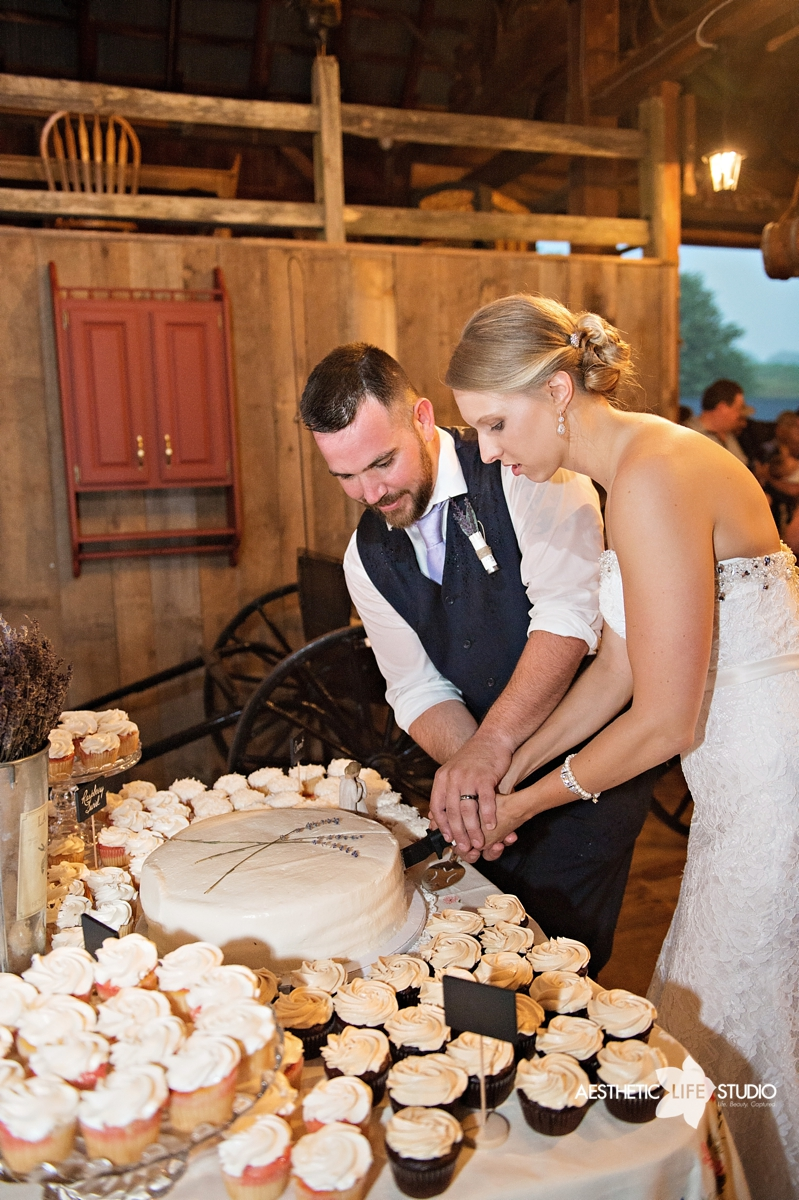 rustic_barn_wedding_095.jpg