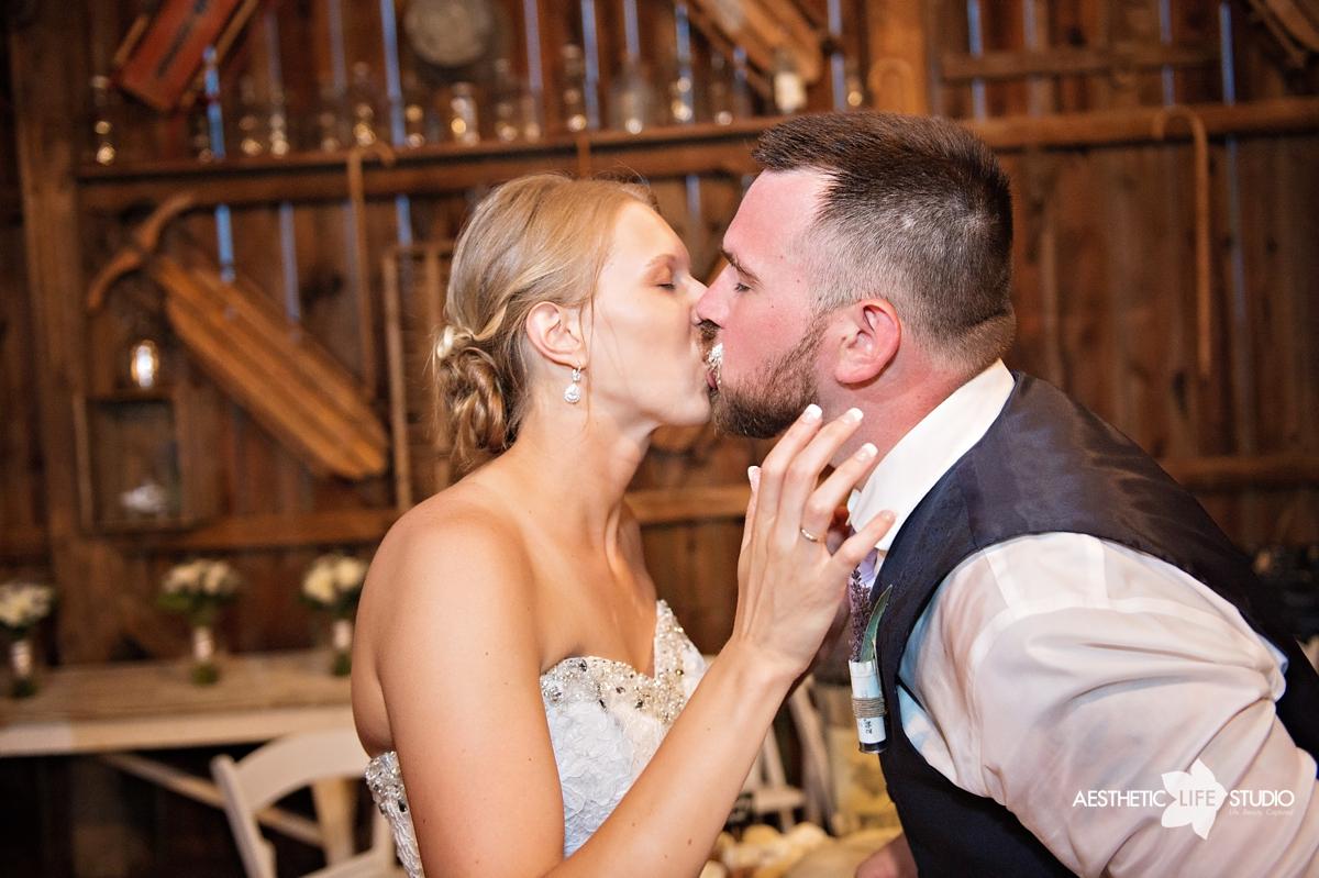 rustic_barn_wedding_097.jpg