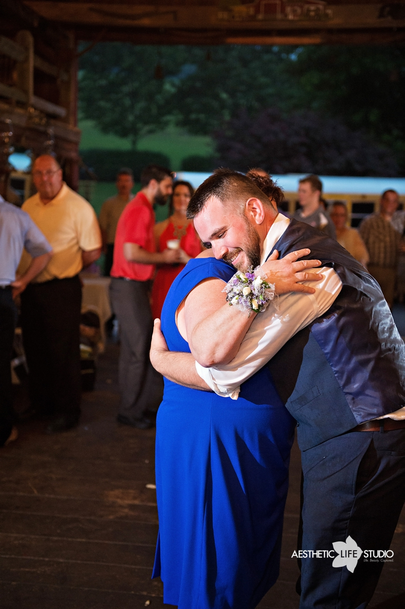 rustic_barn_wedding_103.jpg